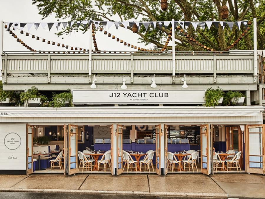 Lo Chanel J12 Yacht Club a Shelter Island, New York (credit Sam Frost)