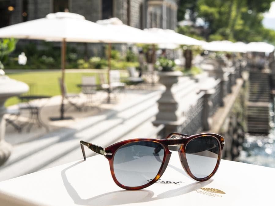 Al Mandarin Lake Como si possono personalizzare occhiali Persol