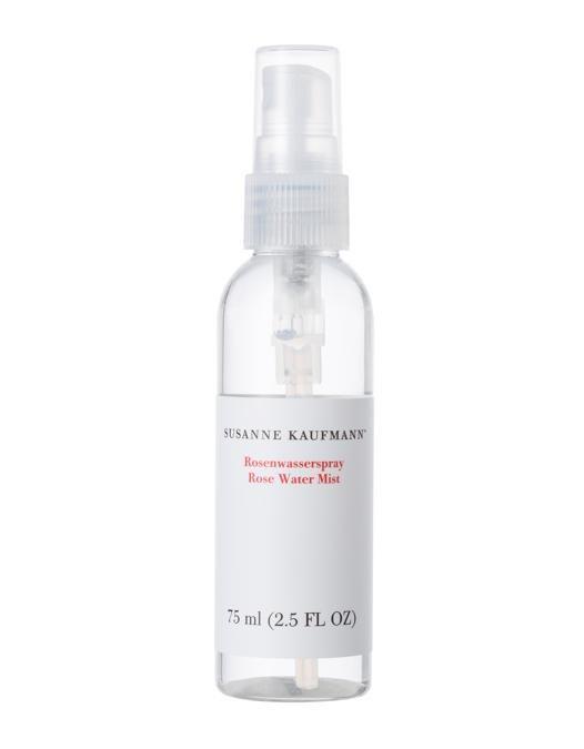Susanne Kaufmann Rose Water Mist all'acqua di rosa, ricca di antiossidanti e preziose vitamine. L'azione antibatterica la rende perfetta per le pelli impure