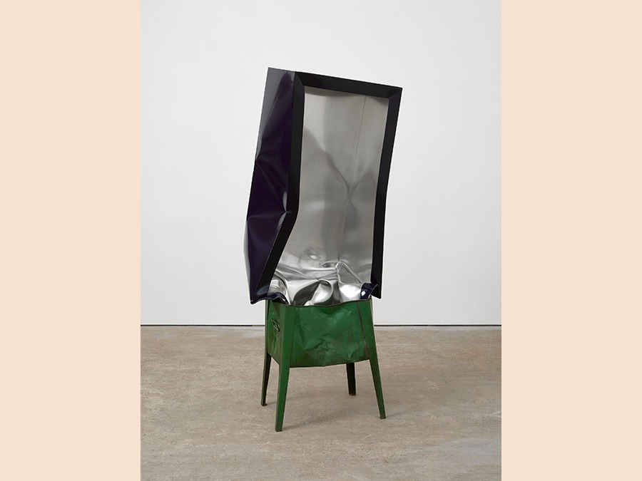 Angela De La cCuz Crate (Navy with Green Box), 2017 Oil and acrylic on aluminum, filing cabinet 161xx70 cm Courtesy Galerie Thomas Schulte, Berlin
