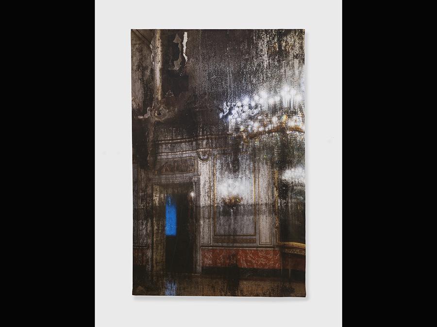 Elisa Sighicelli, 'Untitled (9161)' 2018, 214x143 cm. Fotografia stampata su raso (foto di  Sebastiano Pellion di Persano)