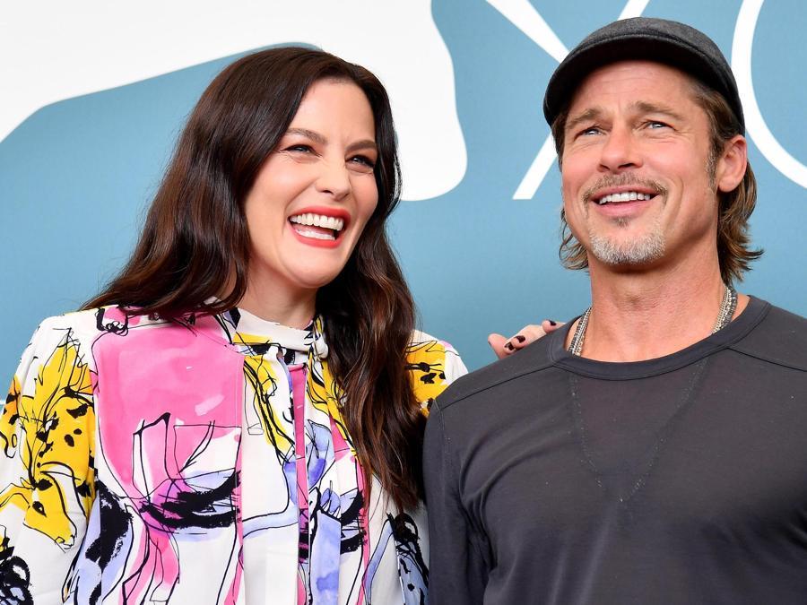 Brad Pitt  e Liv Tyler.  (ANSA/ETTORE FERRARI)