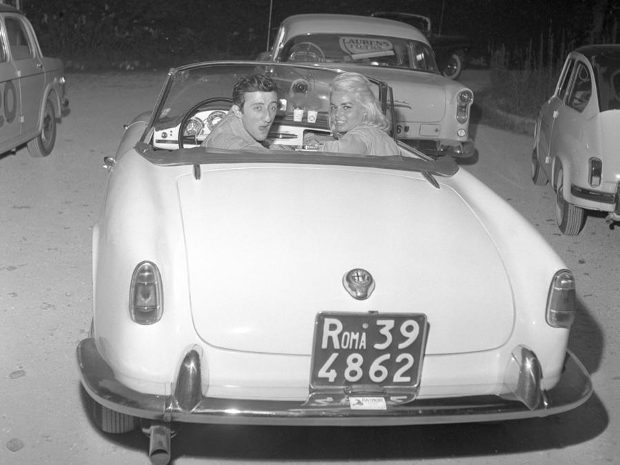 Carlo Delle Piane al Rally cinematografico (Ansa)