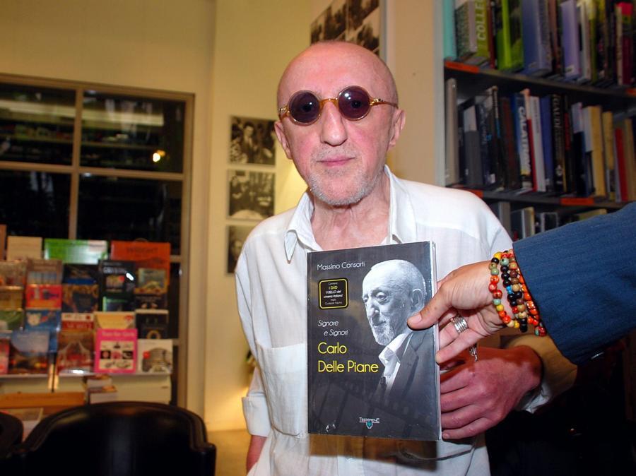 2011, Roma. Alla presentazione della biografia di Massimo Consorti: 'Signore e signori Carlo Delle Piane' (Fotogramma)