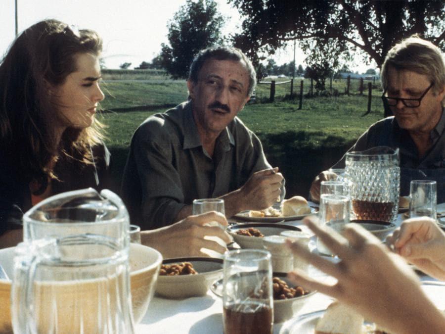 1992. Brooke Shields e Carlo Delle Piane  in 'Un amore americano' (Fotogramma)