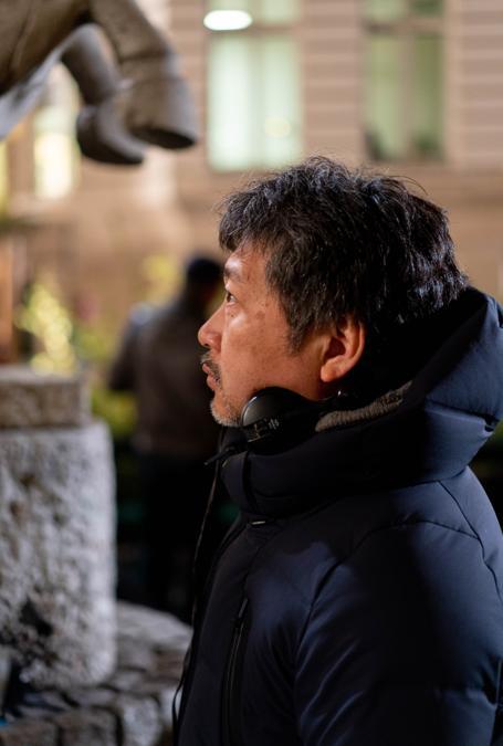 Kore Eda durante le riprese del film  (L. Champoussin - 3B-Bunbuku-MiMovies-FR3)