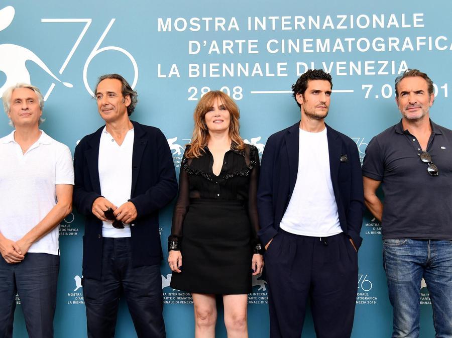 Il produttore francese Alain Goldman, il compositore francese Alexandre Desplat, gli attori francesi Emmanuelle Seigner, Louis Garrel and Jean Dujardin posano per il film «J'Accuse». (ANSA/ETTORE FERRARI)