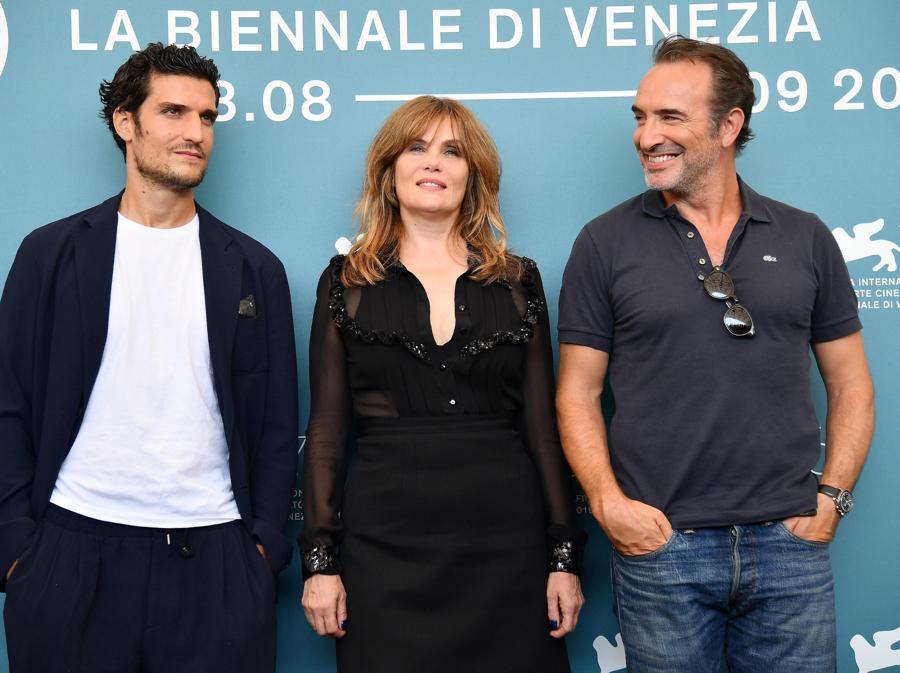 Louis Garrel, Emmanuelle Seigner e Jean Dujardin.(ANSA/ETTORE FERRARI)