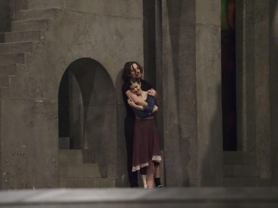 Polunin e Cojocaru provano la scena del balcone di Romeo e Giulitta (foto Ivan Sjak)