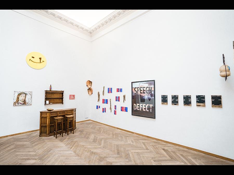 Lo stand di Croy Nielsen a Chart 2019. La galleria Croy Nielsen ha sede a Vienna (dopo essere stata per tanti anni a Berlino, ma la cofondatrice Henrikke Nielsen è danese. In occasione di Chart 2019 i galleristi hanno creato un collegamento con la galleria a Vienna portando l'OC Bar in fiera, un bar che solitamente si trova in galleria. Intorno al bar c'erano opere di diversi artisti tra cui l'austriaca Elke Silvia Krystufek, Albert Mertz, Birke Gorm, Marie Lund, Nina Beier, Soshiro Matsubara e altri (prezzi 2.000-15.000). (Fotografia di Joakim Züger, Courtesy Chart)