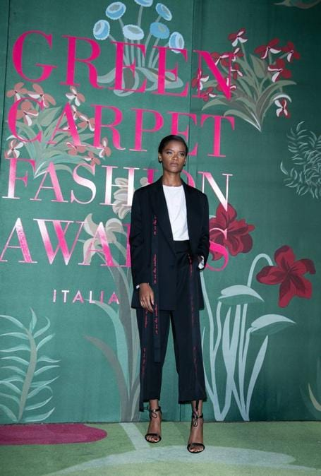 Letitia Wright con un abito Stella McCartney