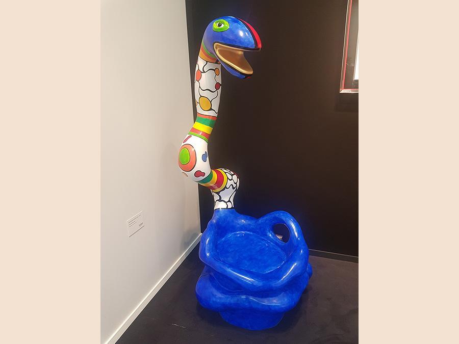 Niki de Saint-Phalle, Pouf Serpent Bleu, 1991. Poliestere dipinto 177x88x81 cm. Glora Gallery
