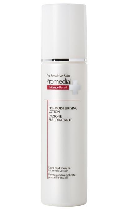 Lozione Pre-Idratante di Promedial, particolarmente indicata per la pelle sensibile, contiene due attivi: l'alfa-glucano oligosaccaride che agisce sulla flora batterica per un corretto pH e il collagene tripeptide per aumentare la produzione di collagene