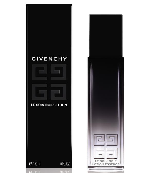 Givenchy Le Soin Noir Lotion, un concentrato di Acqua Marina Vitale, ricca di elementi nutritivi che migliorano l'ambiente delle cellule e permettono agli attivi di agire in modo continuo sulla rigenerazione cutanea