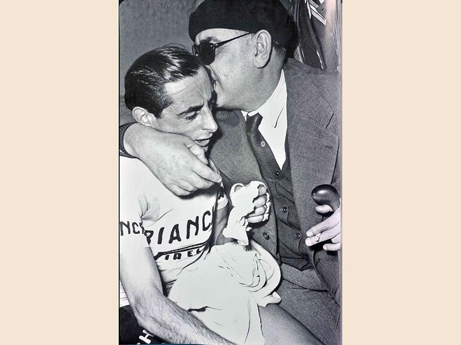 Fausto Coppi con Biagio Cavanna, in una immagine di repertorio  (ANSA/OMEGA)