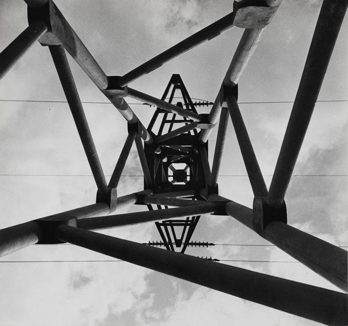 Franco Grignani, Traliccio, 1938, Fotografia, stampa gelatina di bromuro d'argento su carta, 23,8x22,2 cm (Archivio Manuela Grignani Sirtoli, © Matteo Zarbo)