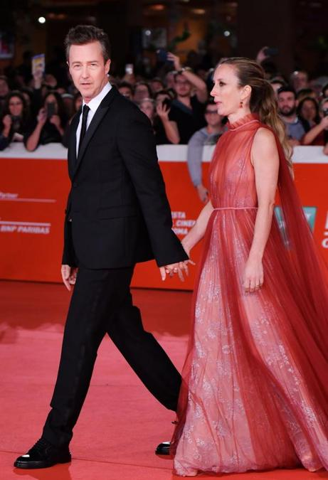 Edward Norton (in Valentino) con la moglie Shauna Robertson