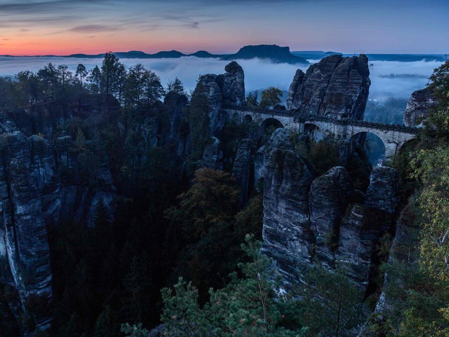 La formazione rocciosa Bastei (Dresda-Germania). (Photo by Sebastian Kahnert / dpa / AFP)