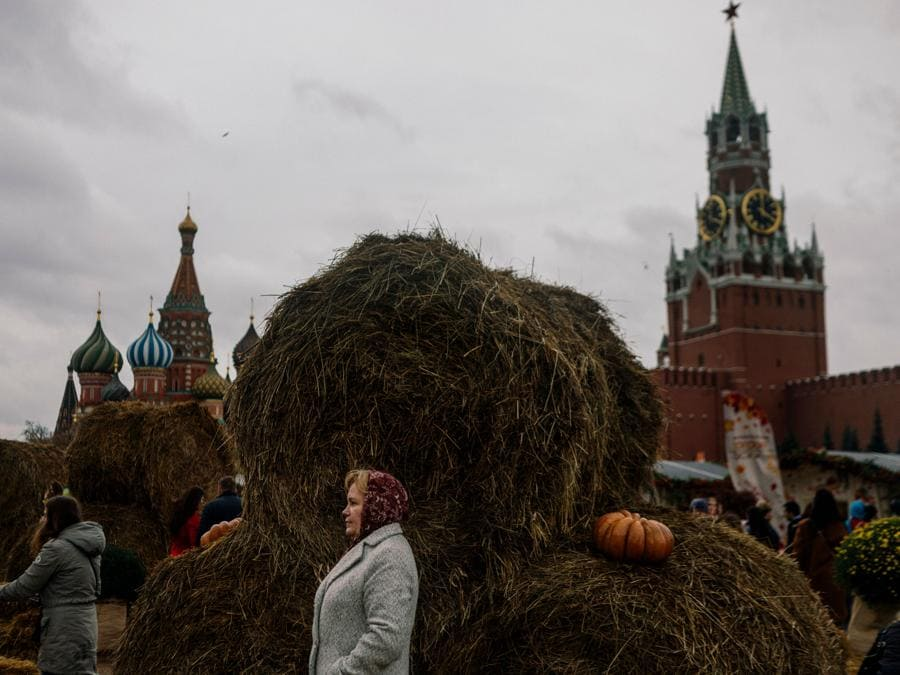 Festival d'autunno in Piazza Rossa a Mosca (Photo by Dimitar DILKOFF / AFP)