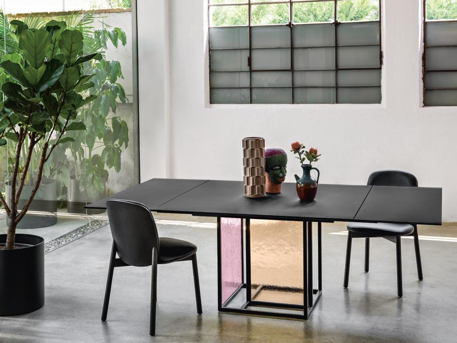 Theo di Simone Bonanni per Fiam. Tavolo allungabile con basamento e piano in vetro