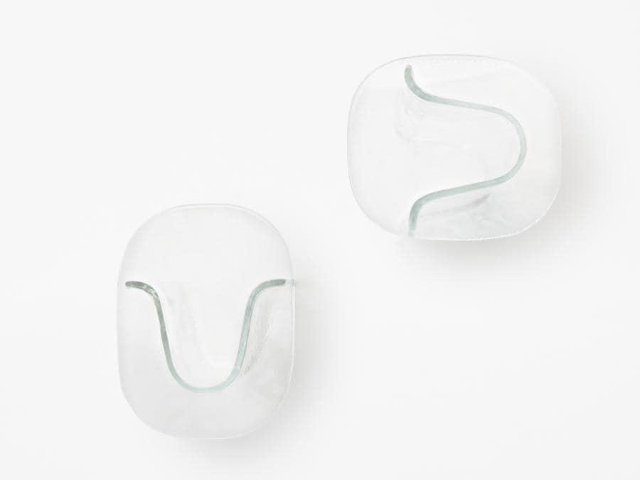 Melt di Nendo per Wonderglass. Collezione che comprende sedie, tavoli, vasi in vetro colato