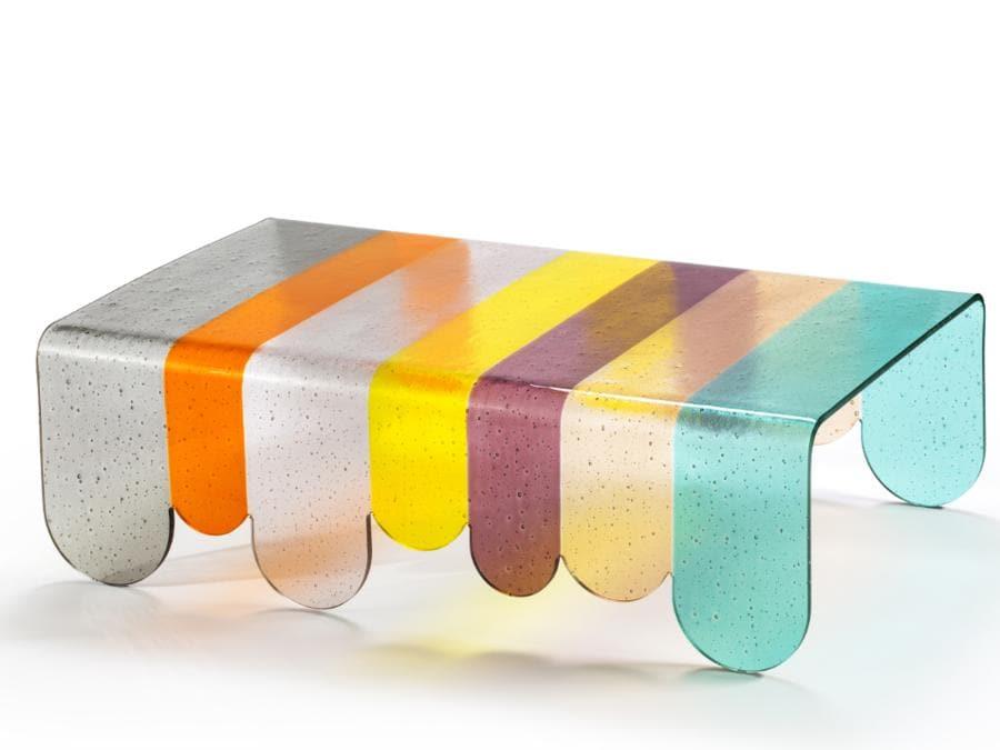 LUNAPARK di Alessandro Zambelli per la galleria di Roma Secondome. Tavolini realizzati con una tecnica particolare di fusione da lastra, che rende il vetro di Murano un elemento strutturale. Foto: Serena Eller Vainicher