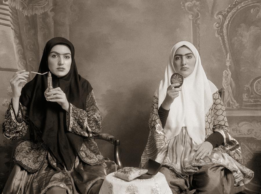 Shadi Ghadirian, Qajar #7 (1998), C-print 30x40 cm. ed. di 15, opera venduta ad ArtVerona da Officine dell'Immagine (Milano),  Il range di prezzo per questo tipo di opera è 3.000-4.000 euro
