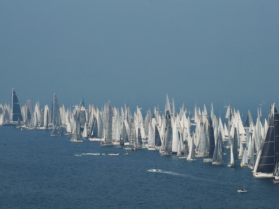 La 51esima regata delle Bargolana nel Golfo di Trieste. (REUTERS/Alessandro Garofalo)