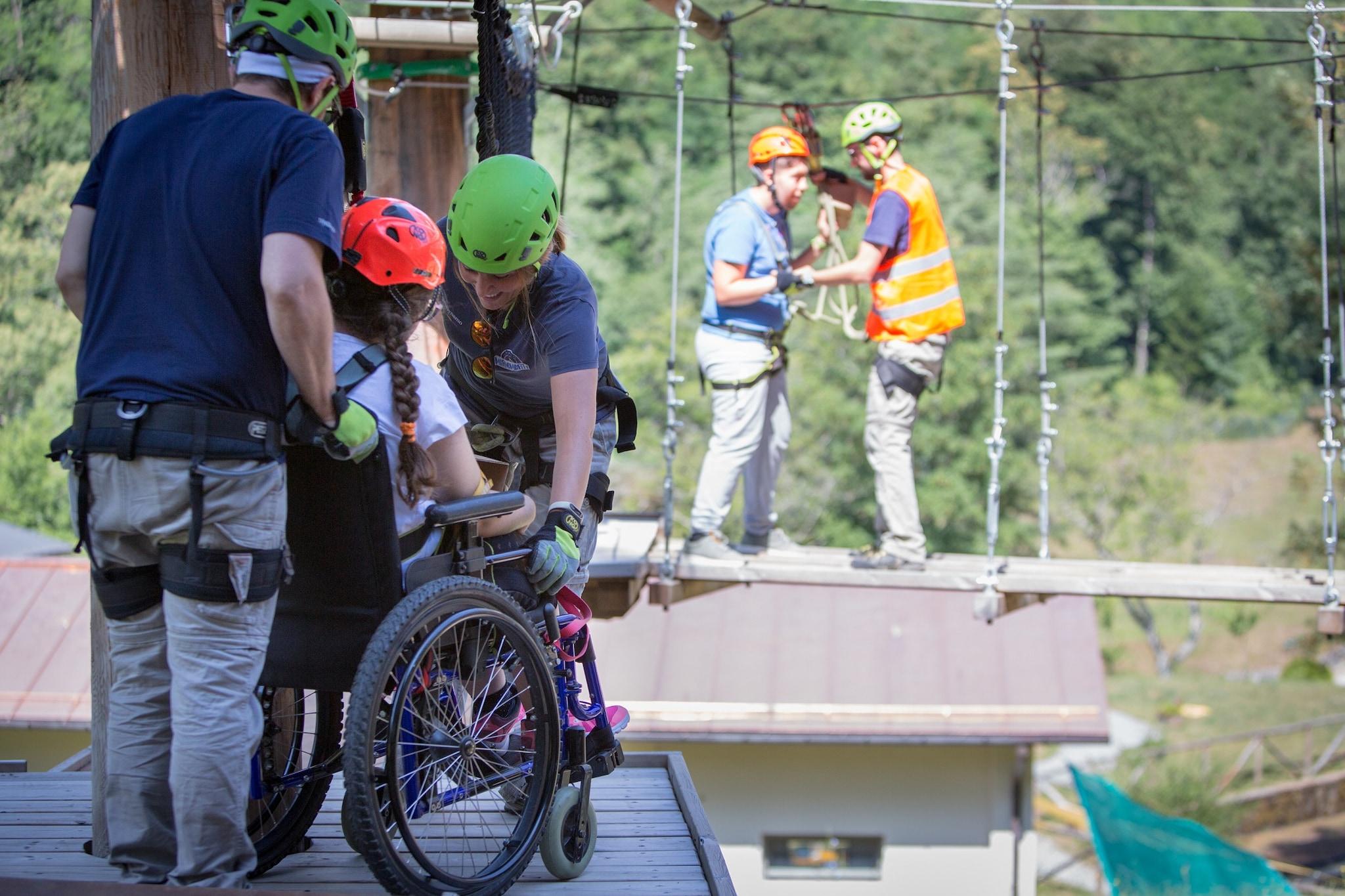 La struttura di arrampicata è inclusiva ed completamente accessibile anche a bambini e ragazzi in carrozzina