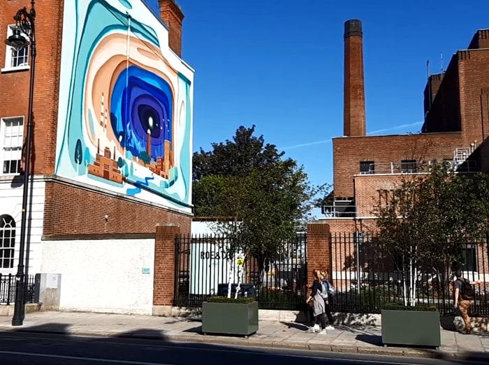 Un murales nella zona di Dublino dove sorgono le distillerie della Guinness, nuovo centro per le start up tecnologiche che nascono ogni giorno a Dublino