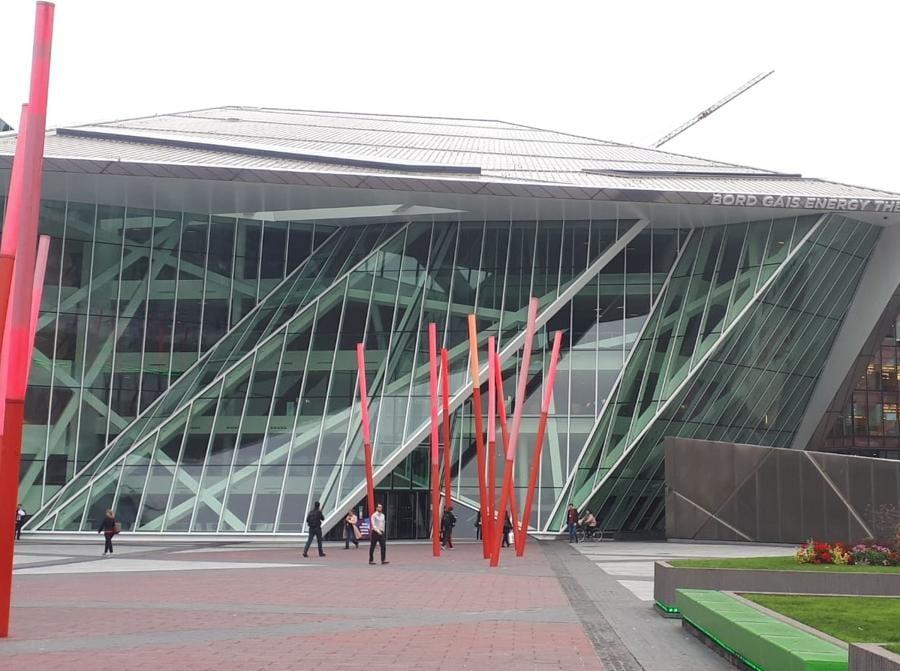L'edificio del Bord Gáis Energy Theatre che sorge sul Gran Canal di Dublino a pochi passi dalla sede di Facebook