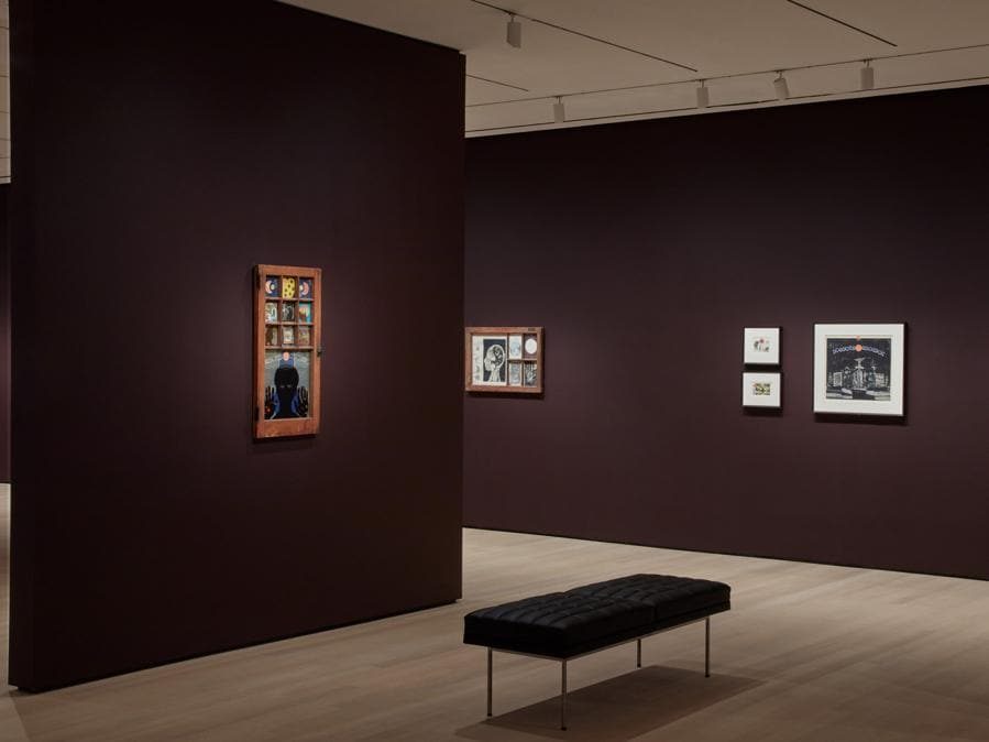 Una delle nuove esposizioni principali è dedicata alle opere di Betye Saar, artista ora 93enne che ha guidato la Black women revolution nell'arte; in suo onore le pareti del MoMa si sono colorate per la prima volta di viola scuro, scelto dall'autrice (credit: © 2019 The Museum of Modern Art, foto: Heidi Bohnenkamp)