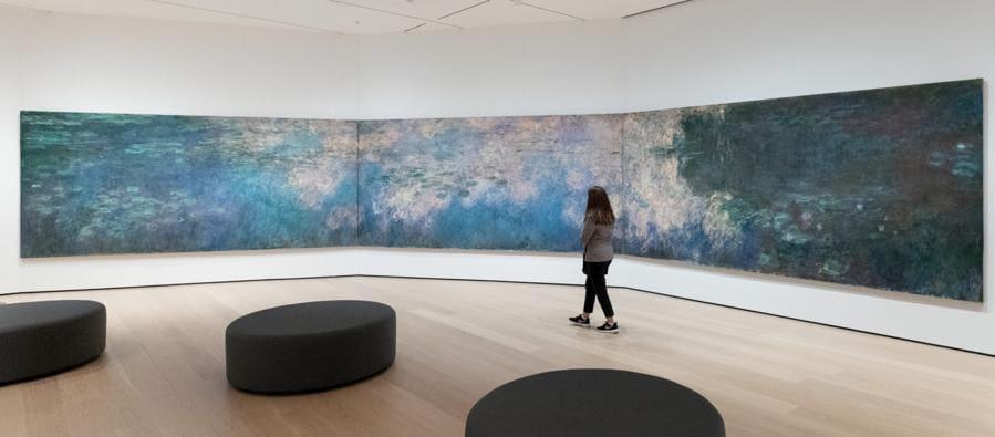 Nel nuovo MoMa è possibile ammirare anche le opere iconiche della collezione permanente, come quelle di Vincent van Gogh e di Claude Monet (come le «Water lilies» nella foto). Ma ogni sei mesi il 30% della collezione ruoterà, per spingere i visitatori a tornare spesso (credit: © 2019 The Museum of Modern Art, foto Kurt Heumiller)