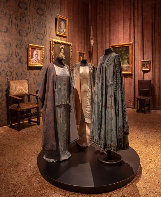 Abiti Delphos  - (taffetas di seta plissé, dopo il 1909) - Fondazione Musei Civici di Venezia-Museo Fortuny