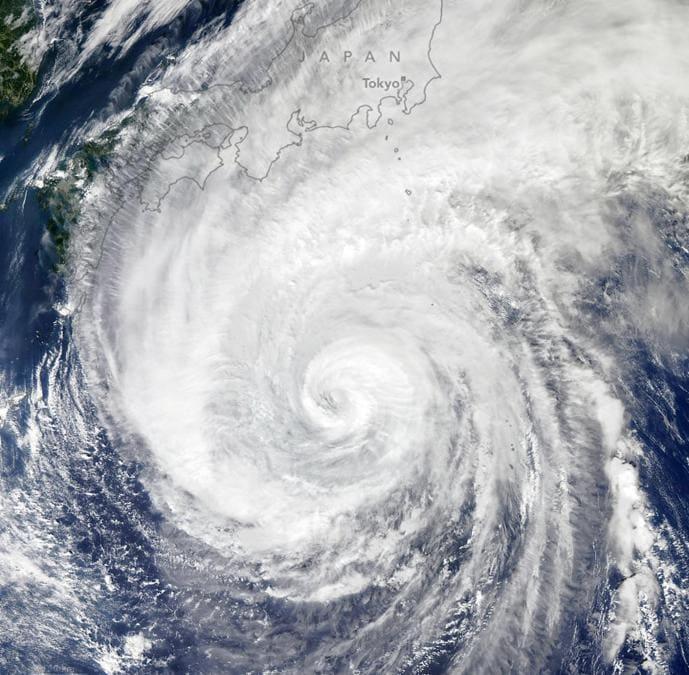 Il tifone  Hagibis visto dal satellite (EPA/NASA EARTH OBSERVATORY )