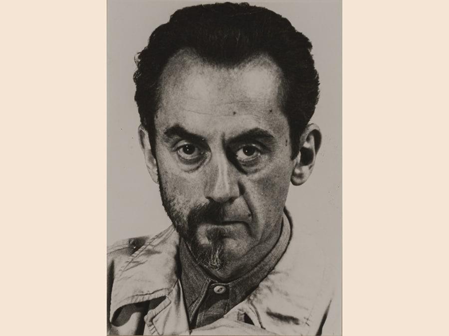 Man Ray, Ritratto con metà barba, 1943 - 1976, cm 11,5 x 8, courtesy Archivio Storico della Biennale di Venezia - Asac, Venezia, © Man Ray Trust by Siae 2019