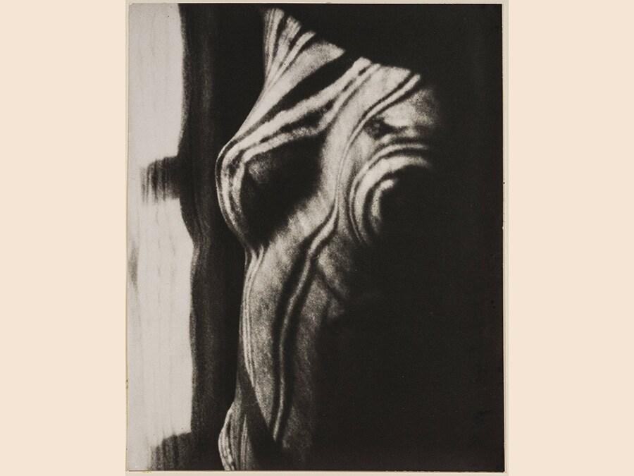 Man Ray,  Retour a la raison, 1923 - 1976, cm 23,3 x 19, riproduzione da negativo originale, 1976, courtesy Archivio Storico della Biennale di Venezia - Asac, Venezia, © Man Ray Trust by Siae 2019