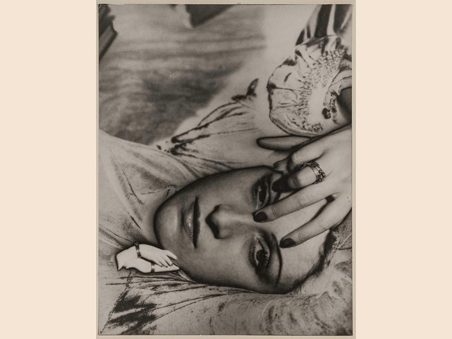 Man Ray, Dora Maar, 1936 - 1976, cm 22,5 x 17, Riproduzione da fotografia originale, 1976,  courtesy Archivio Storico della Biennale di Venezia - Asac, Venezia, © Man Ray Trust by Siae 2019
