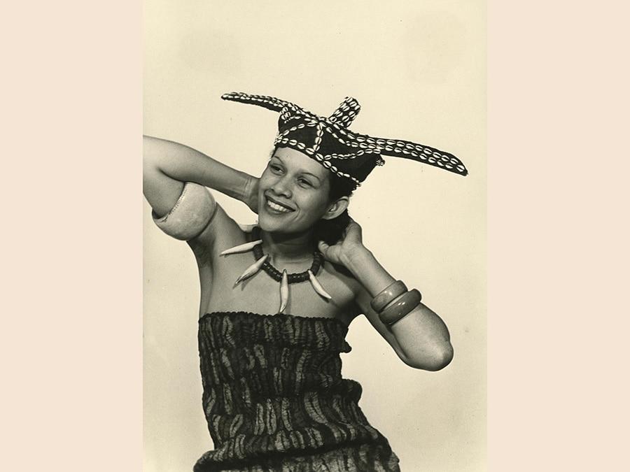 Man Ray,  La mode au Congo (Adrienne Fidelin), 1937 - 1981, cm 30 x 22, Collezione Csac, Università di Parma, courtesy Csac, Università di Parma, Sezione Fotografia, © Man Ray Trust by Siae 2019