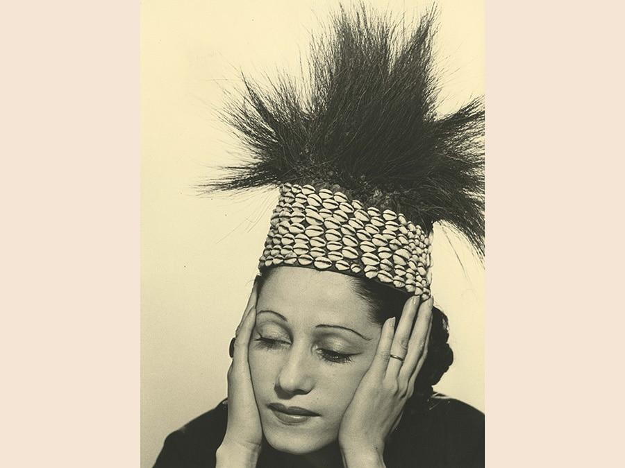 Man Ray,  La mode au Congo, 1937 - 1981, cm 30 x 22, collezione Csac, Università di Parma, courtesy Csac, Università di Parma, Sezione Fotografia, © Man Ray Trust by Siae 2019