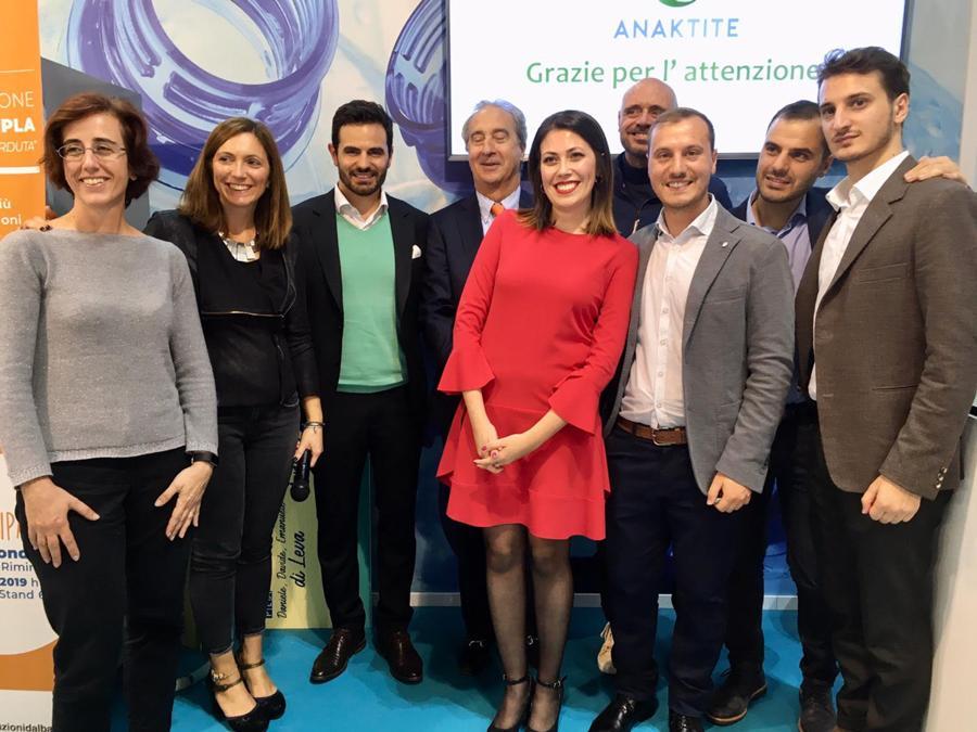 Ecomondo, premiazione della seconda edizione «Call for Ideas» di Corepla, al centro Antonello Ciotti e Leonardo Manera