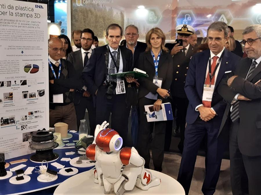 Ecomondo, premio Ecofuturo, il ministro Costa con Nao Enea