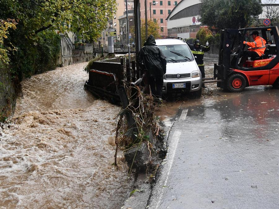I danni in città. (ANSA/LUCA ZENNARO)