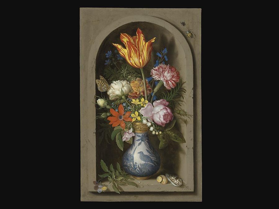 Proprietà della collezione Harry  Fuld.  Ambrosius Bosschaert, il Vecchio (Anversa 1573-1621 L'Aia). «Fiori in un vaso dorato montato su una nicchia con conchiglie e insetti» Stimato  Gbp  1,500,000 - Gbp 2,500,000 (Usd 1,932,000 - Usd 3,220,000) Prezzo realizzato Gbp 1,571,250.  Olio su rame.