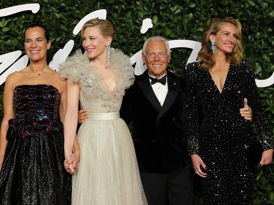 Da sinistra, Roberta Armani, Cate Blanchett, Giorgio Armani e Julia Roberts (EPA/WILL OLIVER)