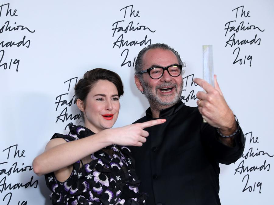 Shailene Woodleycon il CEO di Moncler Remo Ruffini (Photo by ISABEL INFANTES / AFP)