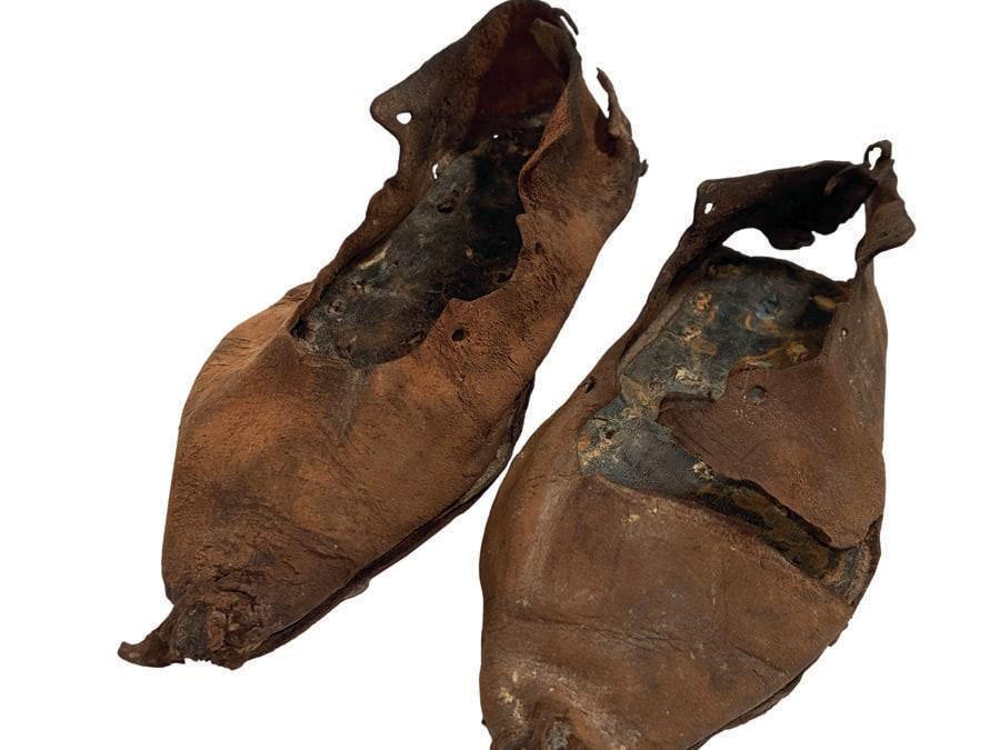 Paio di calzature da bambino, 200-213 d.C., cuoio, ferro. Roman Vindolanda Fort and Museum, Bardon Mill, UK