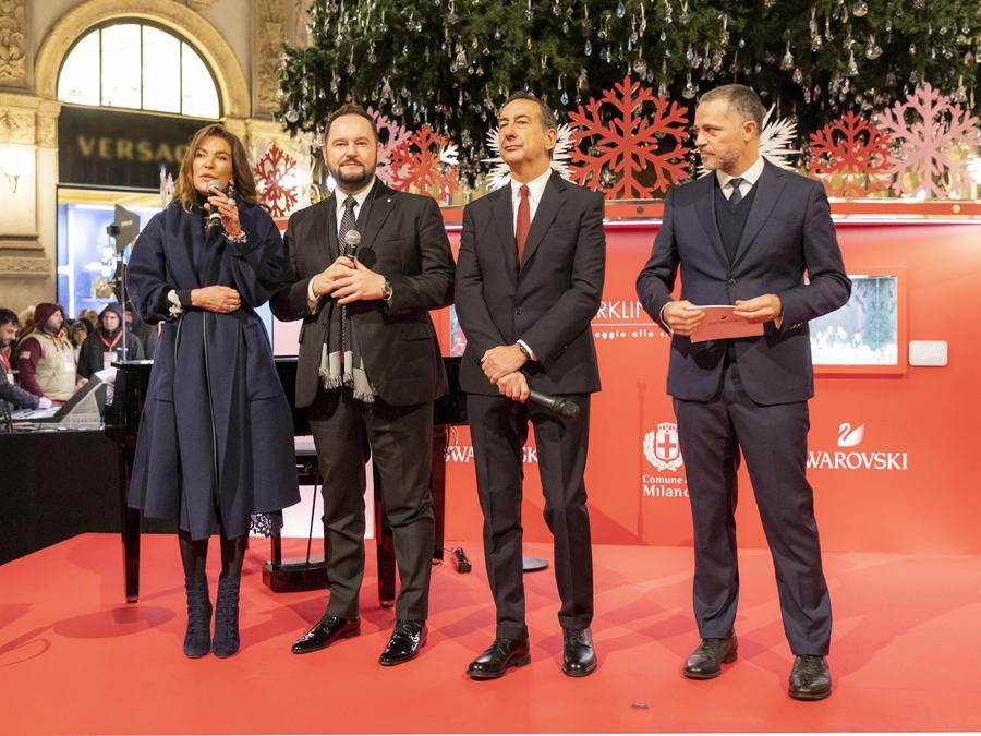 Da sinistra, Fiona Pacifico Griffini-Grasser, Michele Molon, il sindaco di Milano Beppe Sala e Massimo La Greca, Managing Director Italy  Iberica di Swarovski