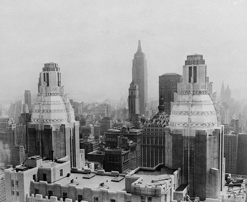 Il Waldorf, nello skyline di New York, nel settembre del 1931 (AP Photo).