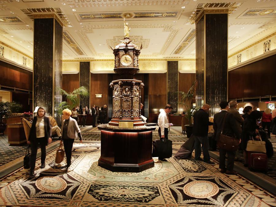 L'interno del Waldorf nell'ottobre 2014. (AP Photo/Mark Lennihan, FIle)